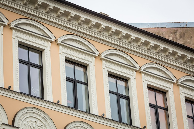 Facade after renewal in 61 Caka Str. | 001