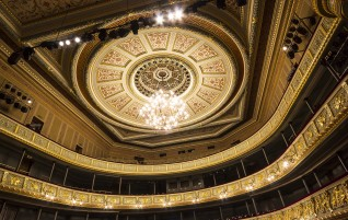 Aprit 20 gadi kopš atjaunots operas nams