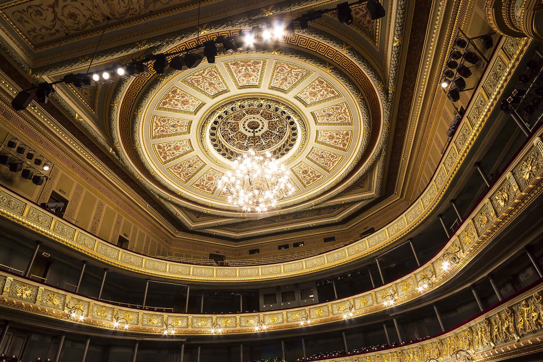 Latvijas Nacionālās operas Lielā zāle 20 gadus pēc restaurācijas.