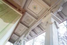 Elejas muižas tējas namiņa dekoratīvie elementi pēc restaurācijas (2015. gads).