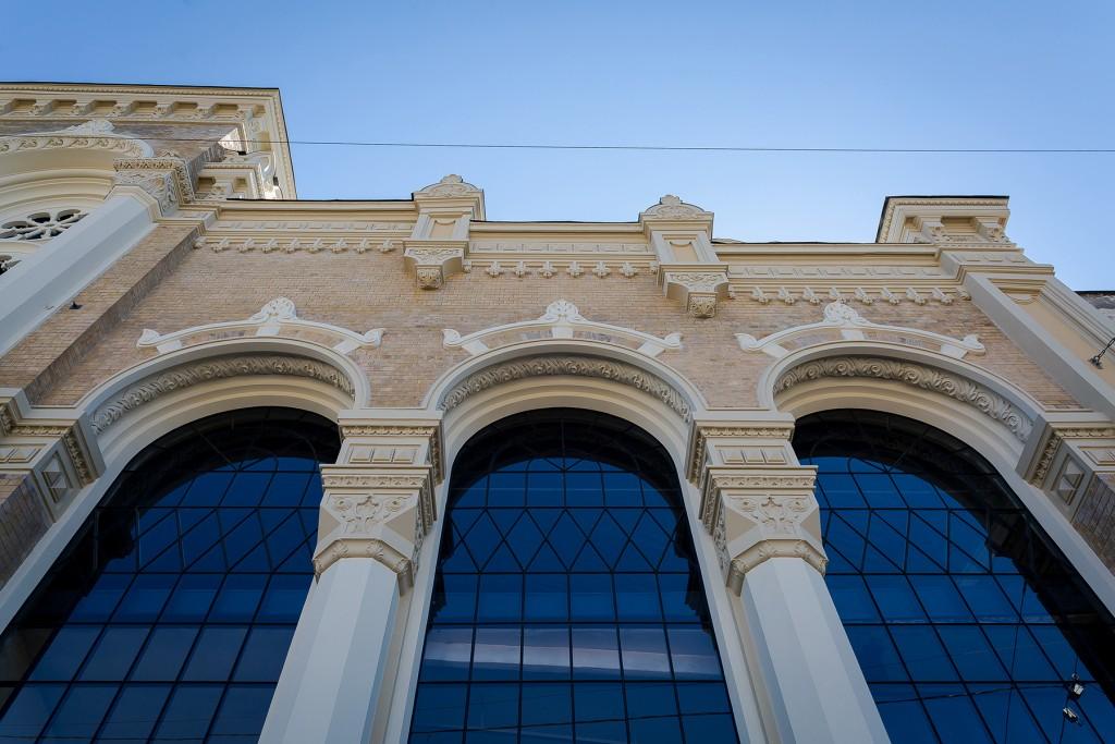 VEF fasādes dekoratīvie elementi pēc restaurācijas.