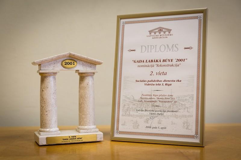 """Konkursa """"Gada labākā būve Latvijā 2001"""" atzinību nominācijā """"Rekonstrukcija"""" (2. vieta) AS """"Restaurators"""" saņēma 2002. gada 5. aprīlī. Šis apbalvojums tika piešķirts par 2001. gadā veiktajiem rekonstrukcijas darbiem Sociālās palīdzības dienesta ēkā, kas atrodas Rīgā, Vidrižu ielā 3."""