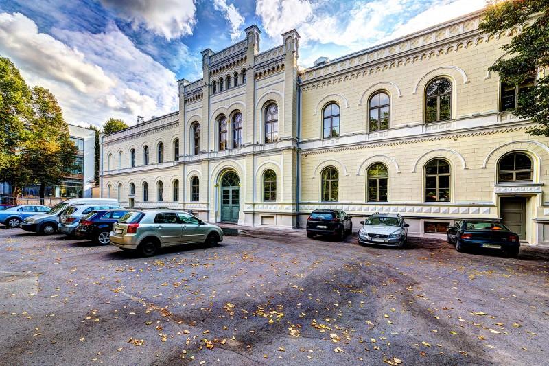 [01] Fasāde pēc atjaunošanas (Rīgas Valsts 1. ģimnāzija)