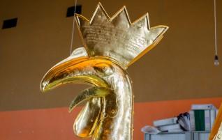Золотого петушка вернули на шпиль Домского собора