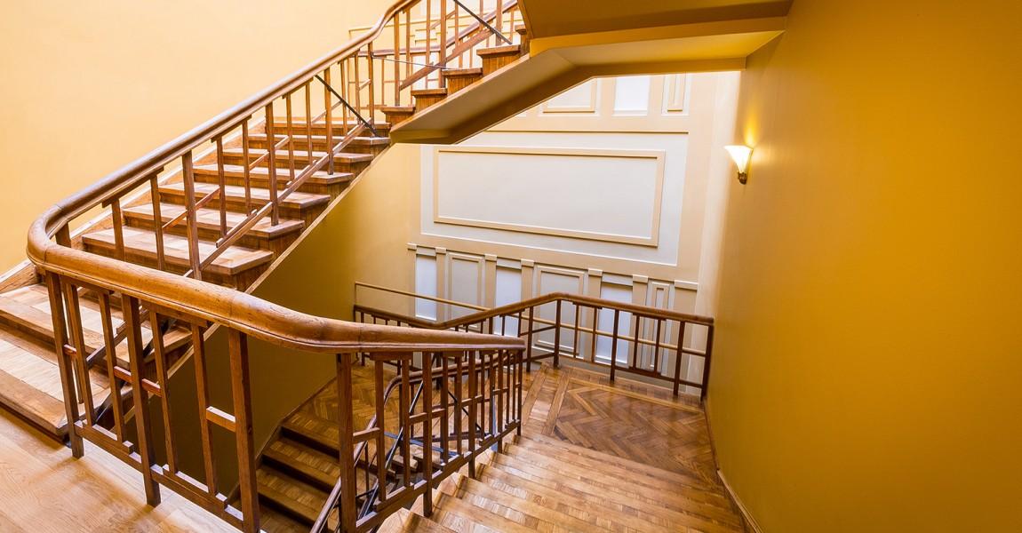 "Восстановлена лестничная клетка ""дома Ниедре"""