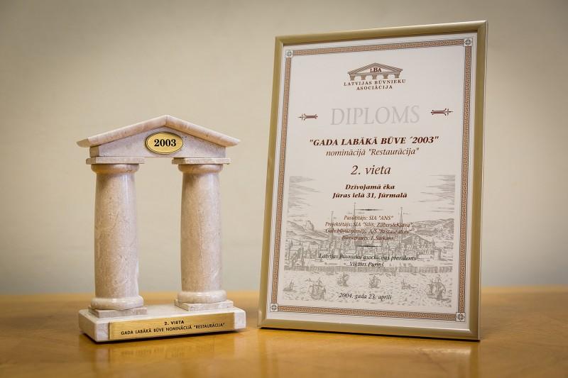 """Konkursa """"Gada labākā būve Latvijā 2003"""" atzinību nominācijā """"Restaurācija"""" (2. vieta) AS """"Restaurators"""" saņēma 2004. gada 23. aprīlī. Šis apbalvojums tika piešķirts par 2003. gadā veikto dzīvojamās ēkas restaurāciju Jūrmalā, Jūras ielā 31."""
