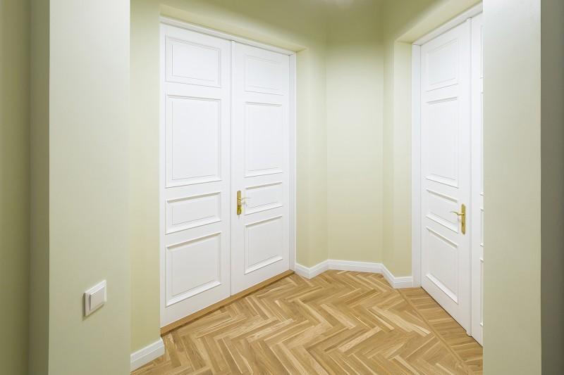 Деревянные филенчатые двери 002