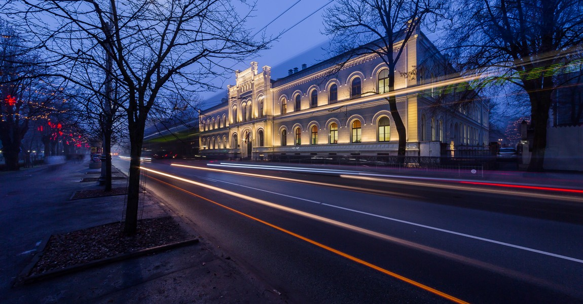 Atjaunota Rīgas Valsts 1. ģimnāzijas fasāde