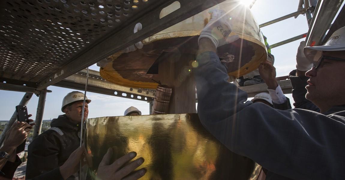 Cēsu Sv. Jāņa baznīcas tornī atgriežas krusts un lode