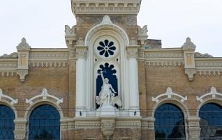 Фасаду фабрики VEF вернули прежний лоск